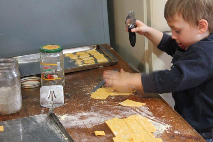G cutting sweet potato crackers