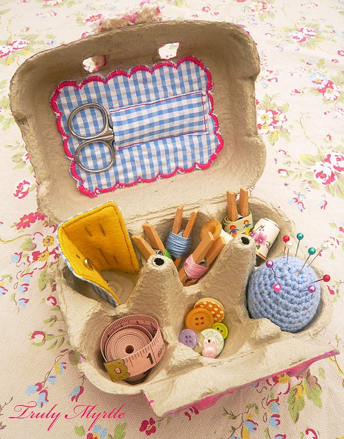 This sewing kit would be so functional and is really cute! Great use for leftover egg cartons!
