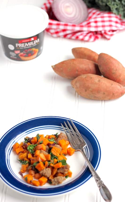This one pan sweet potato hash is the best thing that ever happened to healthy brunch recipes!