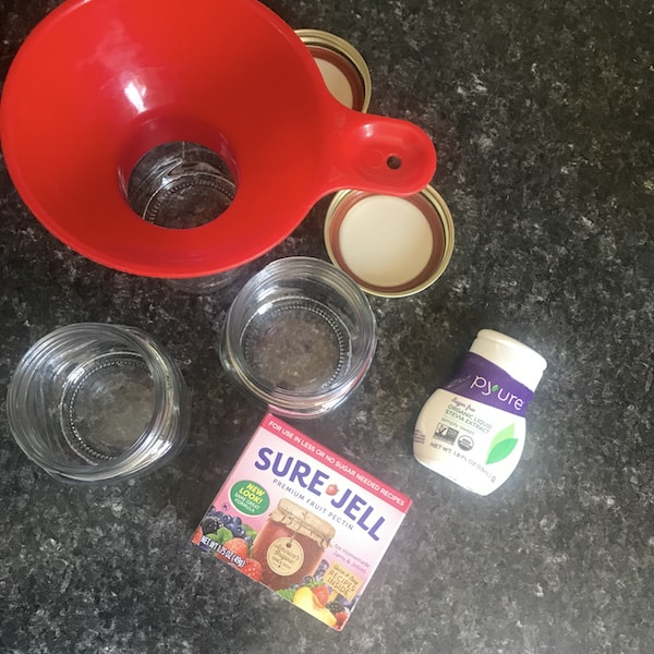 Ingredients for sugar-free strawberry jam