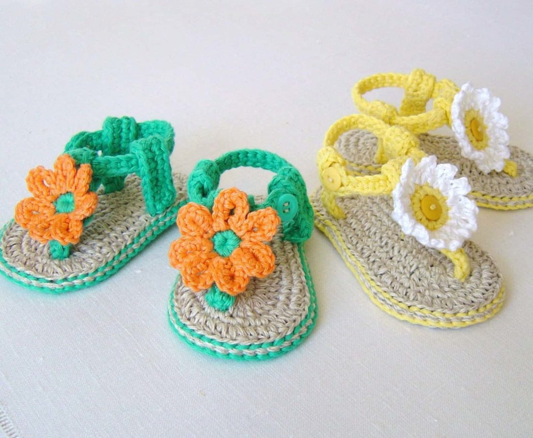 pattern for crocheted baby sandals with flowers