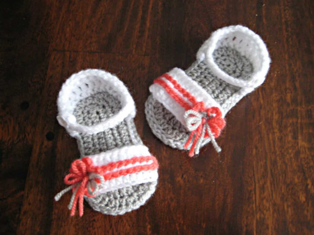 simple baby sandals with bow