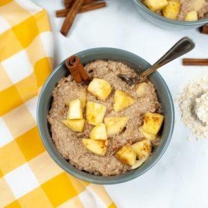 Apple-Cinnamon Instant Pot Oatmeal