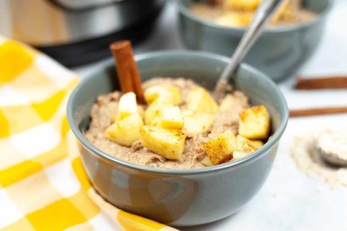 delicious instant pot apple cinnamon oatmeal