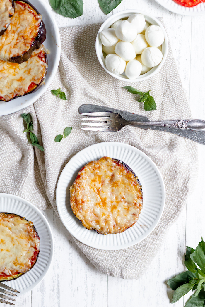 low-carb eggplant mini pizzas - great side for family dinner!