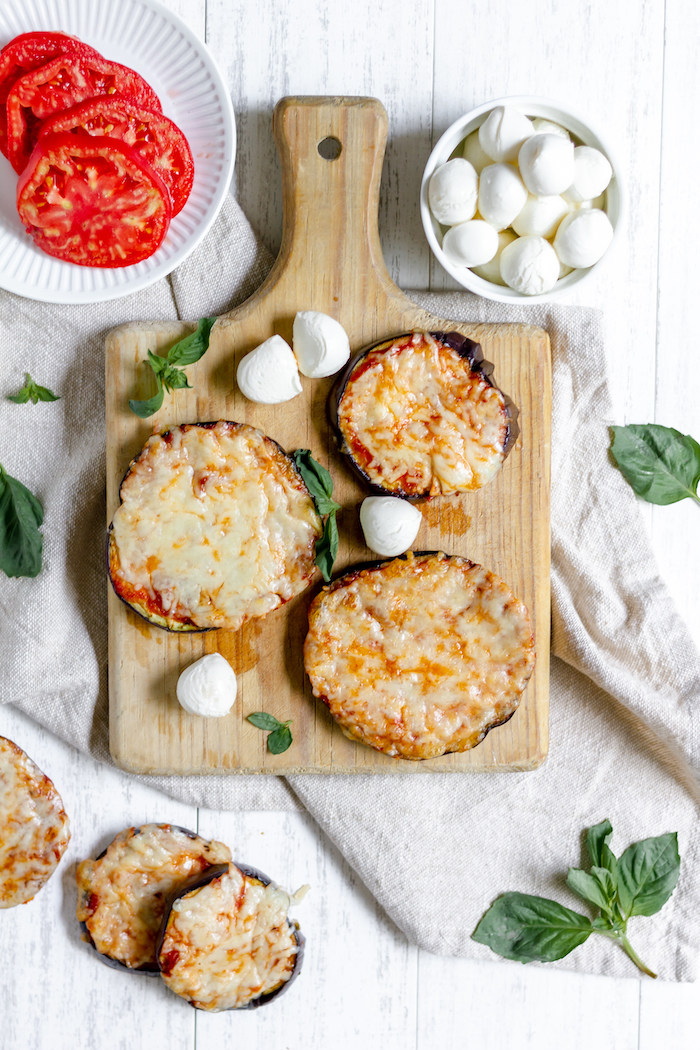 Easy eggplant pizza - delicious and simple veggie recipe!
